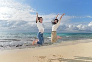 宮古島/ビーチでポートレート撮影の写真素材 [FYI01271124]