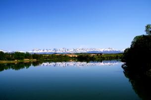 北海道美瑛の残雪の十勝岳の風景の写真素材 [FYI01272242]
