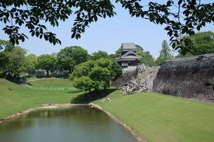 地震で倒壊した熊本城の石垣の写真素材 [FYI01272381]