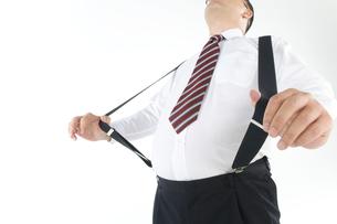 サスペンダーをしている肥満の男性の写真素材 [FYI01273244]