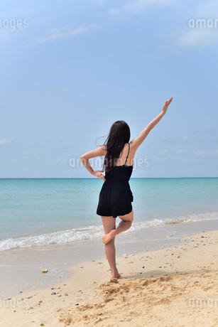 宮古島/ビーチでポートレート撮影の写真素材 [FYI01273275]