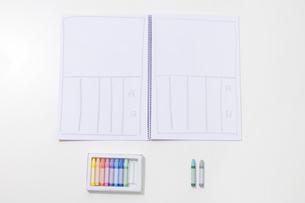 クレヨンと日記の写真素材 [FYI01274119]