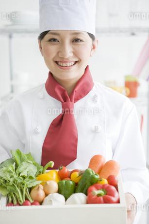 コック姿の女性の写真素材 [FYI01274290]