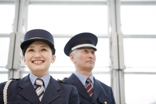 警備員の男性と女性の写真素材 [FYI01274321]