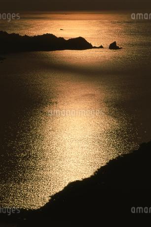 夕日の波紋の写真素材 [FYI01275476]