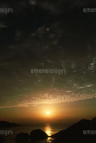 夕日と海の写真素材 [FYI01275494]