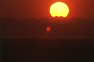 夕日の写真素材 [FYI01275501]