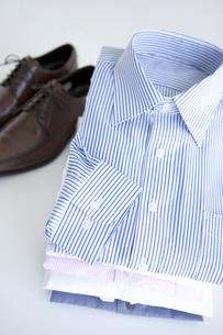 靴とワイシャツの写真素材 [FYI01275902]