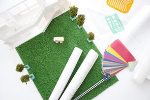 家の模型と図面の写真素材 [FYI01275927]