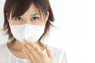 マスクをしている女性の写真素材 [FYI01278255]