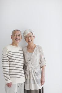 笑顔の中高年夫婦の写真素材 [FYI01278813]