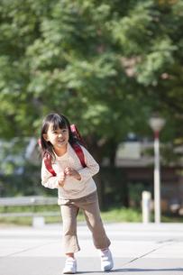 ランドセルを背負っている女の子の写真素材 [FYI01279001]