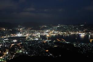 長崎港の夜景の写真素材 [FYI01279464]