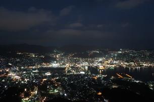 長崎港の夜景の写真素材 [FYI01279490]