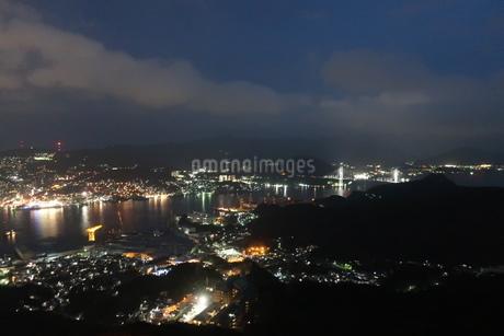 長崎港の夜景の写真素材 [FYI01279512]