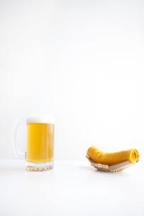 ビールとおしぼりの写真素材 [FYI01279978]
