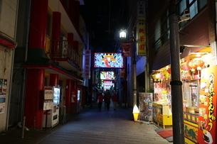 夜の長崎中華街の写真素材 [FYI01280180]