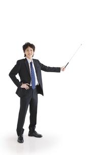 指し棒を持っているビジネスマンの写真素材 [FYI01281446]