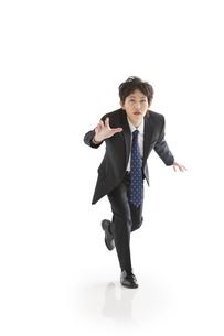追いかけるビジネスマンの写真素材 [FYI01281454]