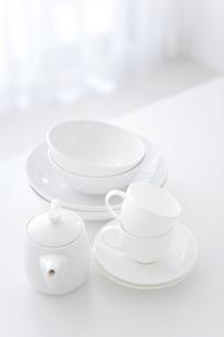 ティーセットとお皿の写真素材 [FYI01282167]