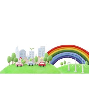 緑のある都会を走るエコカーと風車の写真素材 [FYI01282913]