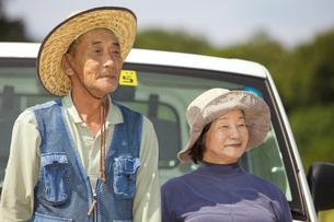 農家の老夫婦の写真素材 [FYI01284513]