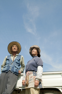 農家の老夫婦の写真素材 [FYI01284865]