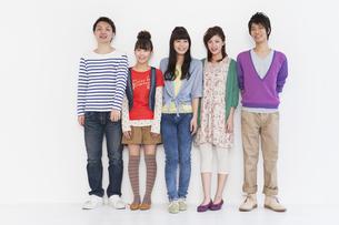 笑顔の男女5人の写真素材 [FYI01285812]