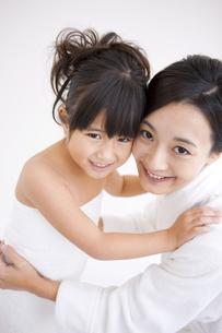 笑顔の母娘の写真素材 [FYI01285854]