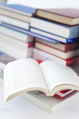 複数の本の写真素材 [FYI01286142]