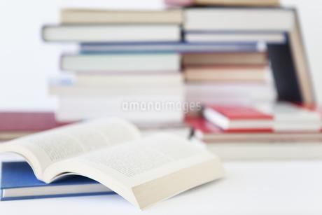 複数の本の写真素材 [FYI01286161]