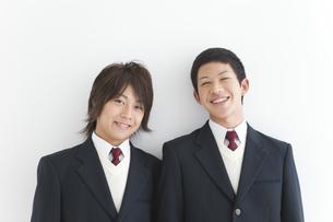 笑顔の男子中高生2人の写真素材 [FYI01286421]