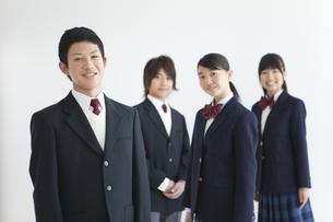 笑顔の男女中高生4人の写真素材 [FYI01286751]
