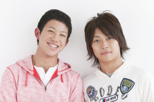 笑顔の男子中高生2人の写真素材 [FYI01286775]