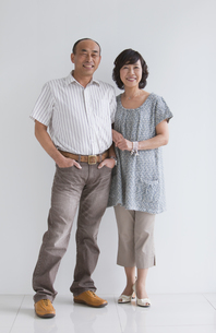 笑顔の中高年夫婦の写真素材 [FYI01286954]