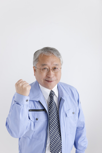 ガッツポーズする中高年ビジネスマンの写真素材 [FYI01287005]