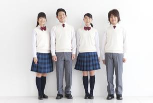笑顔の男女中高生4人の写真素材 [FYI01287021]