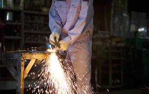 工場で働く男性の写真素材 [FYI01287353]