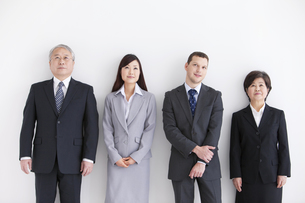 笑顔のビジネスマンとビジネスウーマンの写真素材 [FYI01287947]