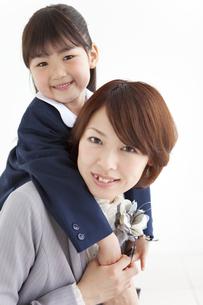 笑顔の親子の写真素材 [FYI01288603]