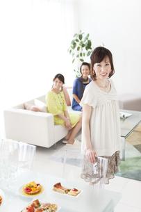 笑顔の女性の写真素材 [FYI01289436]