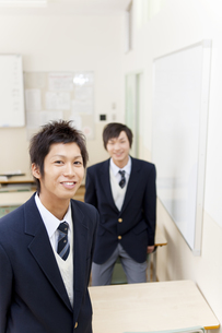 笑顔の学生2人の写真素材 [FYI01289541]