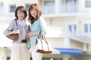 笑顔の女性2人の写真素材 [FYI01289576]