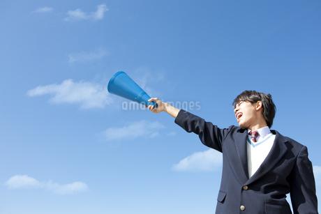メガホンを持っている男子中高生の写真素材 [FYI01289725]