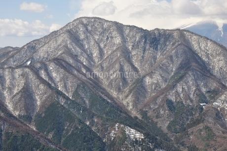 今倉山赤岩より雪の御正体山の写真素材 [FYI01292535]