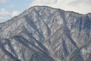 今倉山赤岩より雪の御正体山の写真素材 [FYI01292536]