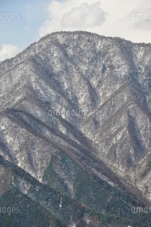 今倉山赤岩より雪の御正体山の写真素材 [FYI01292537]