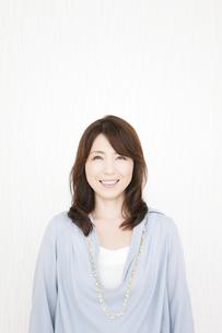 笑顔の中高年女性の写真素材 [FYI01293492]