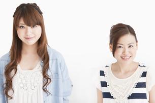 笑顔の女性2人の写真素材 [FYI01293773]