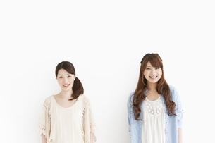 笑顔の女性2人の写真素材 [FYI01293785]